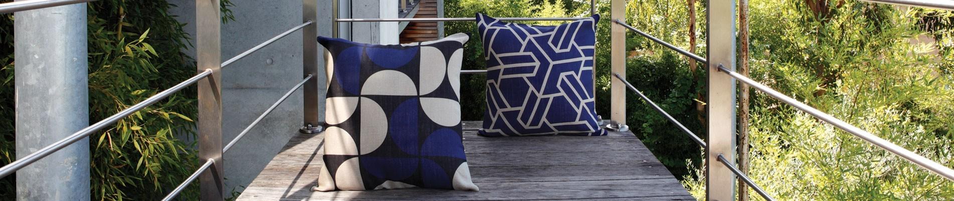 Monochromes cushions